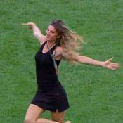 Gisele Bündchen dança no gramado do Maracanã antes da final da Copa do Mundo