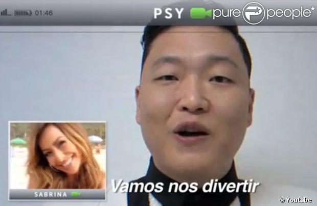 Sabrina Sato conversa com Psy em vídeo promocional anunciando a vinda do rapper ao Brasil, em fevereiro de 2013