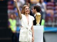Look branco e raiz à mostra: o estilo de Natalia Vodianova na abertura da Copa