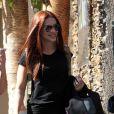 Cleo Pires deixa salão de beleza em São Paulo de cabelos ruivos