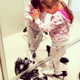 Olha que graça a menina Rafaella Justus experimentando os sapatos da mãe!