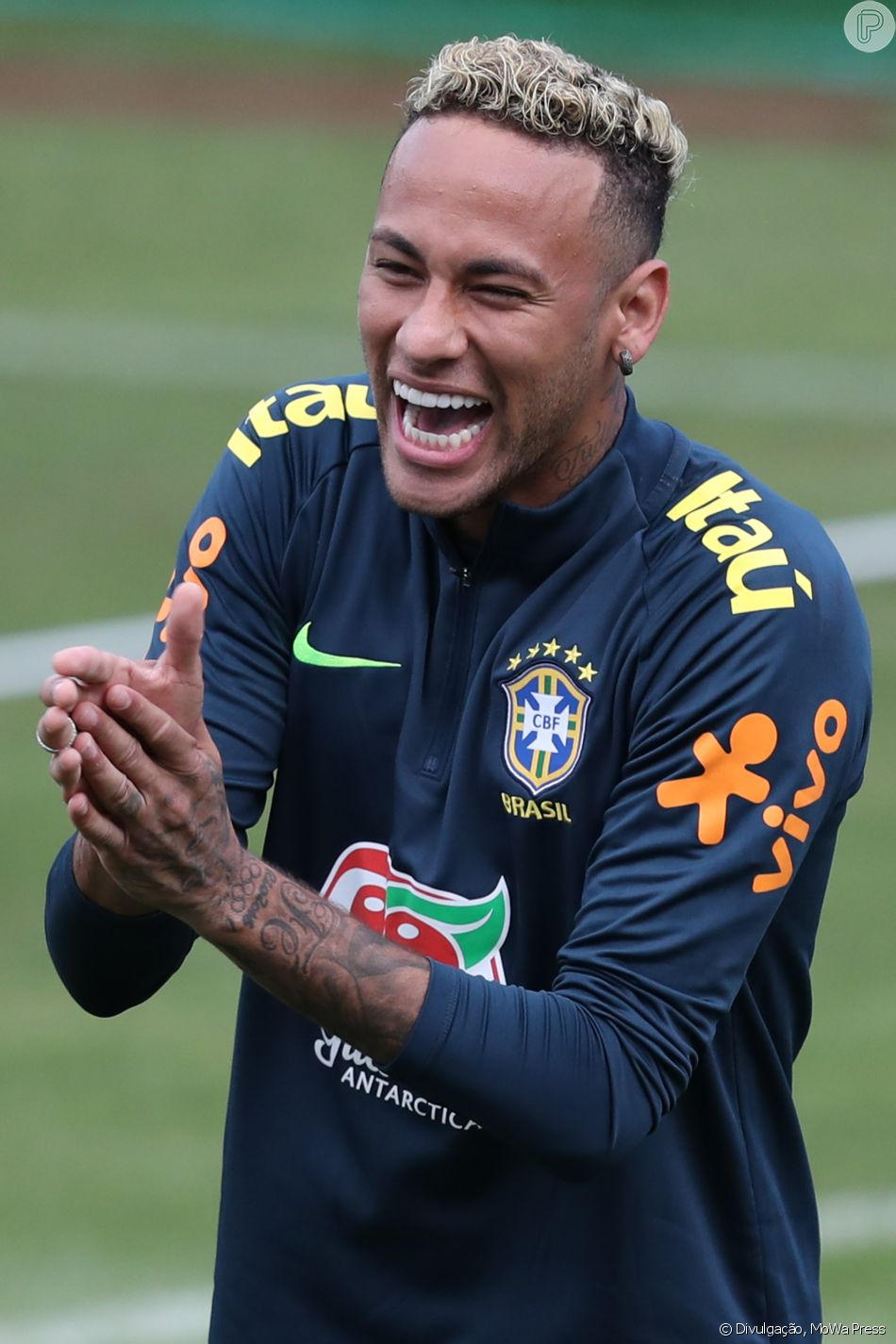 Neymar de cabelo mais curto deixa treino mancando antes de jogo neymar exibe cabelo mais curto e sai mancando em treino na rssia nesta sexta feira stopboris Image collections