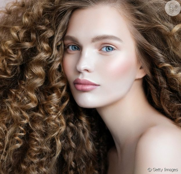 Como cuidar do cabelo no frio? No inverno, essa pergunta é muito comum pelo clima mais seco. Veja essas dicas!