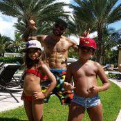 Solteiro, Daniel Alves mostra barriga sarada em Miami ao lado dos filhos