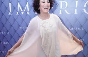Regina Duarte dança ao posar com look esvoaçante na festa da novela 'Império'