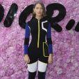 Iris Law prestigiou o desfile da coleção primavera/verão 2019 masculina da Dior, durante a Paris Fashion Week, neste sábado, 23 de junho de 2018