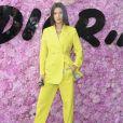 Bella Hadid prestigiou o desfile da coleção primavera/verão 2019 masculina da Dior, durante a Paris Fashion Week, neste sábado, 23 de junho de 2018