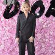Christina Ricci prestigiou o desfile da coleção primavera/verão 2019 masculina da Dior, durante a Paris Fashion Week, neste sábado, 23 de junho de 2018