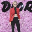 Caroline Daur prestigiou o desfile da coleção primavera/verão 2019 masculina da Dior, durante a Paris Fashion Week, neste sábado, 23 de junho de 2018