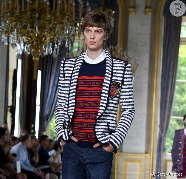 Street wear, nova alfaiataria e looks genderless são propostas vistas na Semana de Moda de Paris, que terminou em 24 de junho de 2018 - Na Balmain: mocassim + meia branca remetem aos figurinos de Michael Jackson