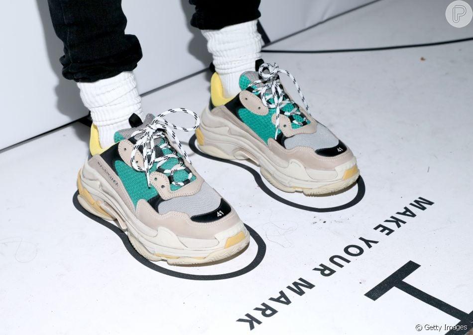 Chunky Sneakers: os tênis enormes que estão fazendo a cabeça dos fashionistas. Um dos modelos de Triple S da Balenciaga, grife que deu pontapé inicial na tendência