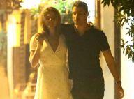 Amor no ar: Cauã Reymond e Mariana Goldfarb andam abraçados após jantar. Fotos!