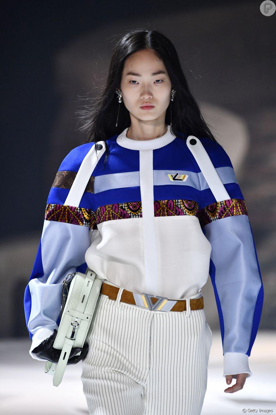 """Make """"nada"""" na passarela da Dior: para investir em um look assim, a pele deve estar impecável"""