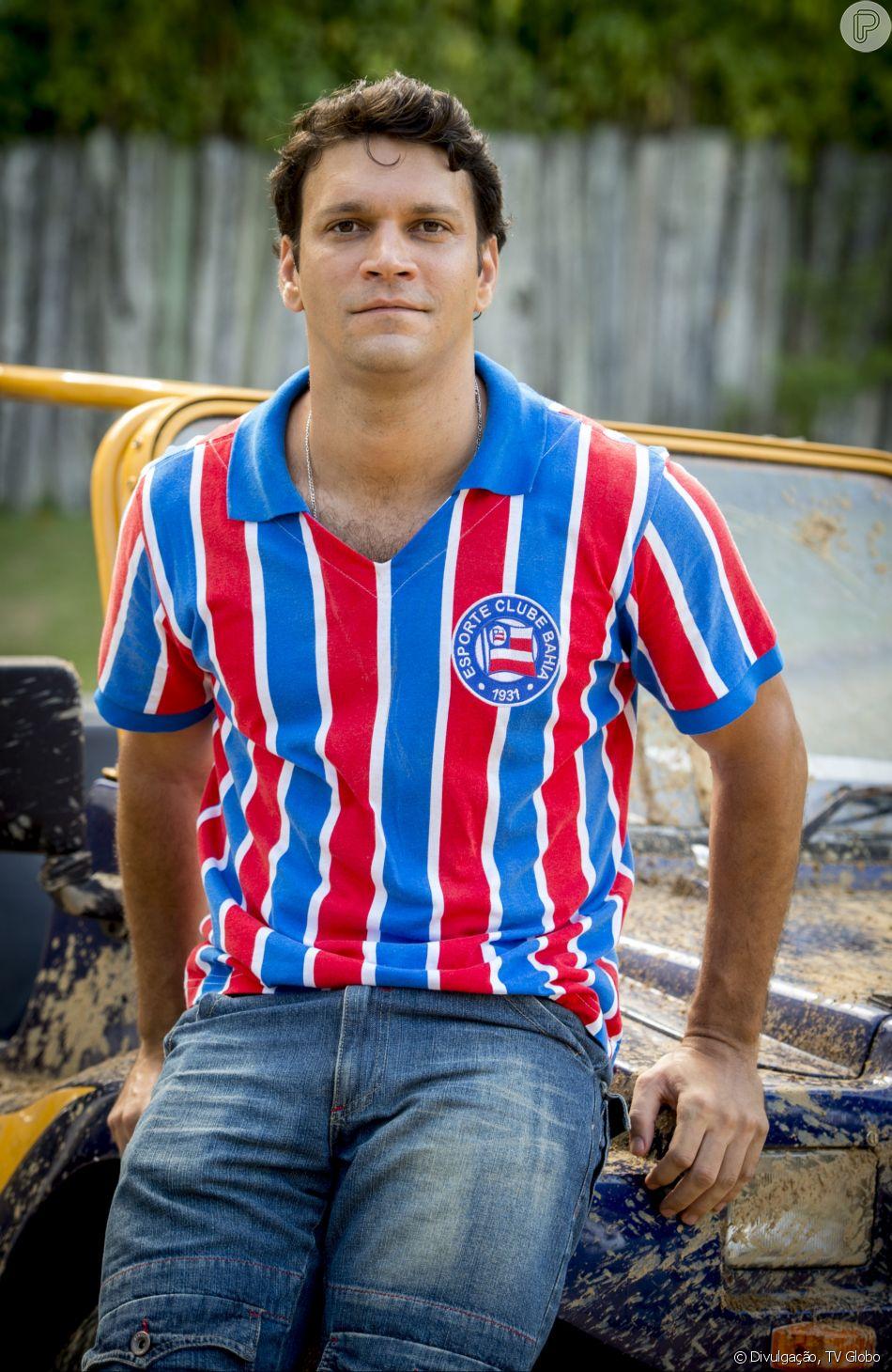 Ionan (Armando Babaioff)  aceita ser o doador de esperma para Maura (Nanda Costa) na novela 'Segundo Sol'