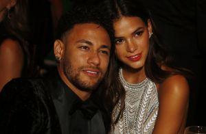Neymar lamenta distância de namorada, Bruna Marquezine, com foto: 'Saudades'
