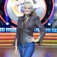 Xuxa Meneghel se submeteu a uma cirurgia para trocar as próteses de silicone dos seios