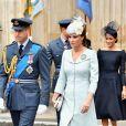 Kate escolheu um vestido-casaco em tom pastel de Alexander McQueen adornado por um broche especial dos Cadetes Aéreos