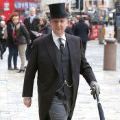 Conheça Stephen Jones, o chapeleiro por trás de criações para a família real