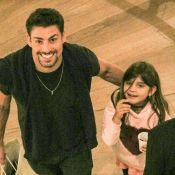 Paizão! Cauã Reymond leva a filha, Sofia, para dia de compras em shopping. Fotos