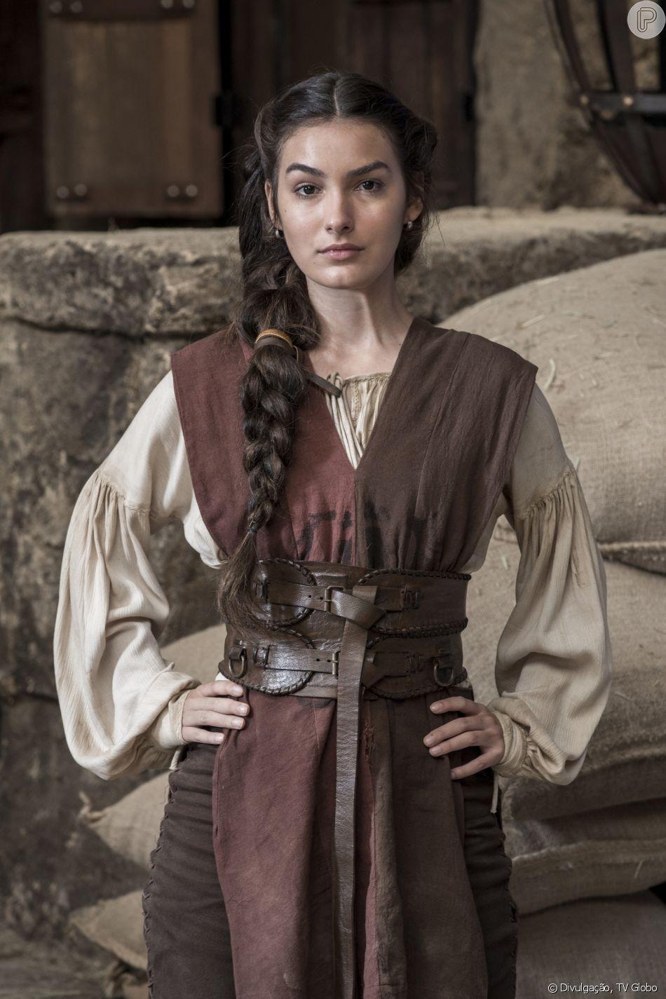Na novela 'Deus Salve o Rei', Selena (Marina Moschen) é coroada rainha após morte de Otávio (Alexandre Borges)