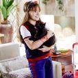 Poliana (Sophia Valverde) se alegra quando Luísa (Milena Toscano) diz que ela poderá ficar com o gato Chuvisco desde que se comprometa a cuidar dele, no capítulo que vai ao ar quarta-feira, dia 25 de julho de 2018, na novela 'As Aventuras de Poliana'