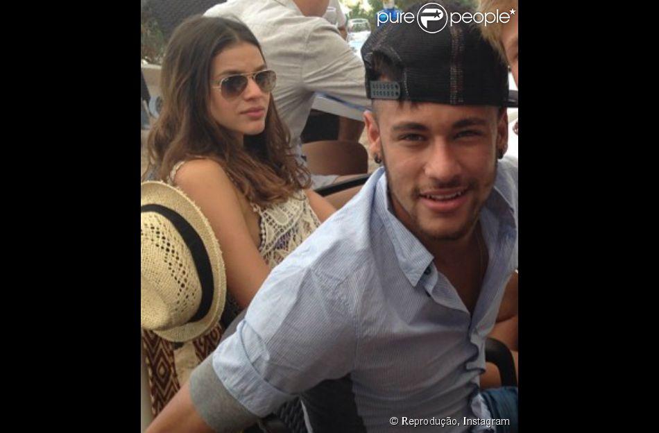 Neymar e Bruna Marquezine aproveitam primeiro dia da viagem ao lado de amigos do craque no luxuoso restaurante Es Molí de Sal, na Ilha de Formentera, na Espanha, neste sábado, 26 de julho de 2014