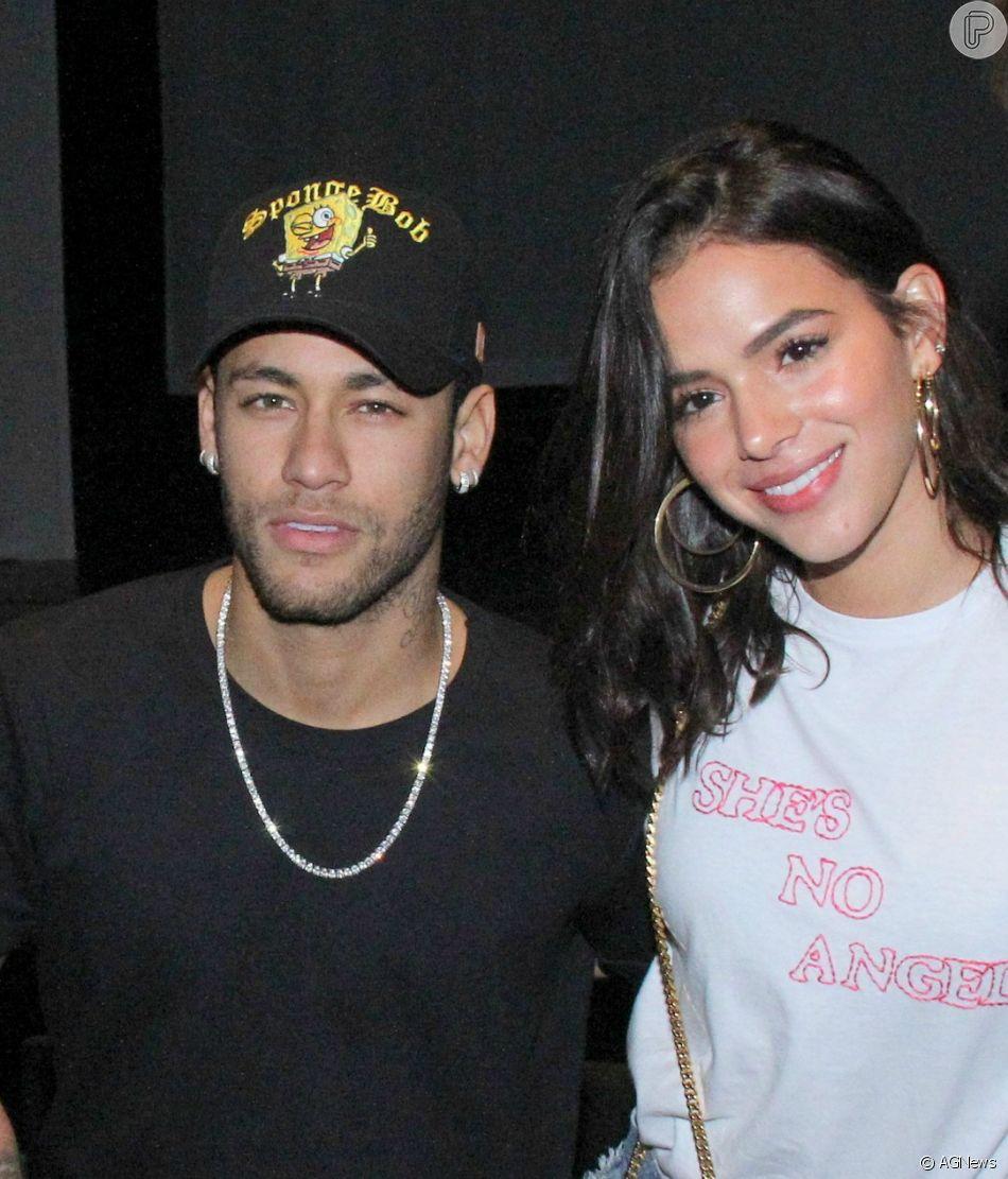 Neymar e Bruna Marquezine se divertiram juntos nos brinquedos da festa de aniversário de Davi Lucca, filho do jogador
