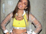 PVC transparente e neon compõem look de Anitta em festival de música. Fotos!