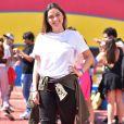 Polliana Aleixo usou t-shirt branca, jeans destroyed e tênis adidas em aniversário da atriz Gabi Lopes no  Hopi Hari, em São Paulo, nesta quarta-feira, 25 de julho de 2018