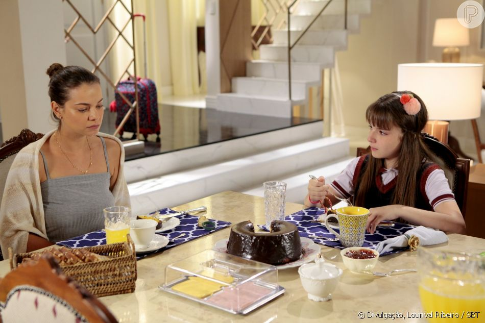 Poliana (Sophia Valverde) se emociona quando Luísa (Milena Toscano) diz que Durval (Marat Descartes) não ficou junto da família no momento em que ela mais precisou, no capítulo que vai terça-feira, dia 31 de julho de 2018, na novela 'As Aventuras de Poliana'