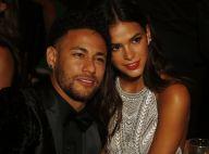 Bruna Marquezine e Neymar dançam coladinhos em festa de casamento. Vídeo!