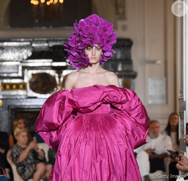 Pink colore alguns dos modelos de festa mais imponetentes da Semana de Alta-Costura em Paris, como este valentino