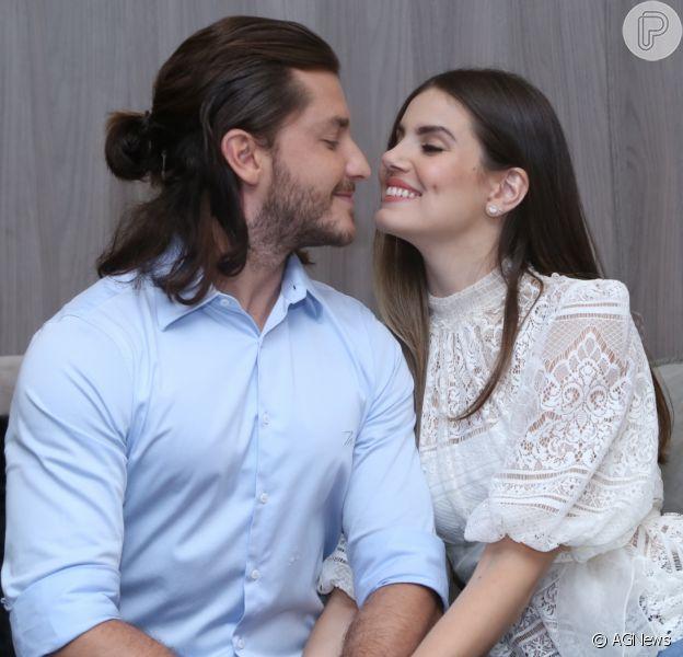 Camila Queiroz lembra pedido de casamento: 'Klebber estava de terno com buquê'