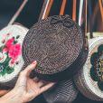 O modelo, um clássico fashion, é vendido tradicionalmente nas feiras de rua em Bali, ilha na Indonésia