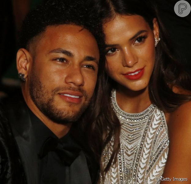 Bruna Marquezine está passando férias com o namorado, Neymar, em Paris, na França