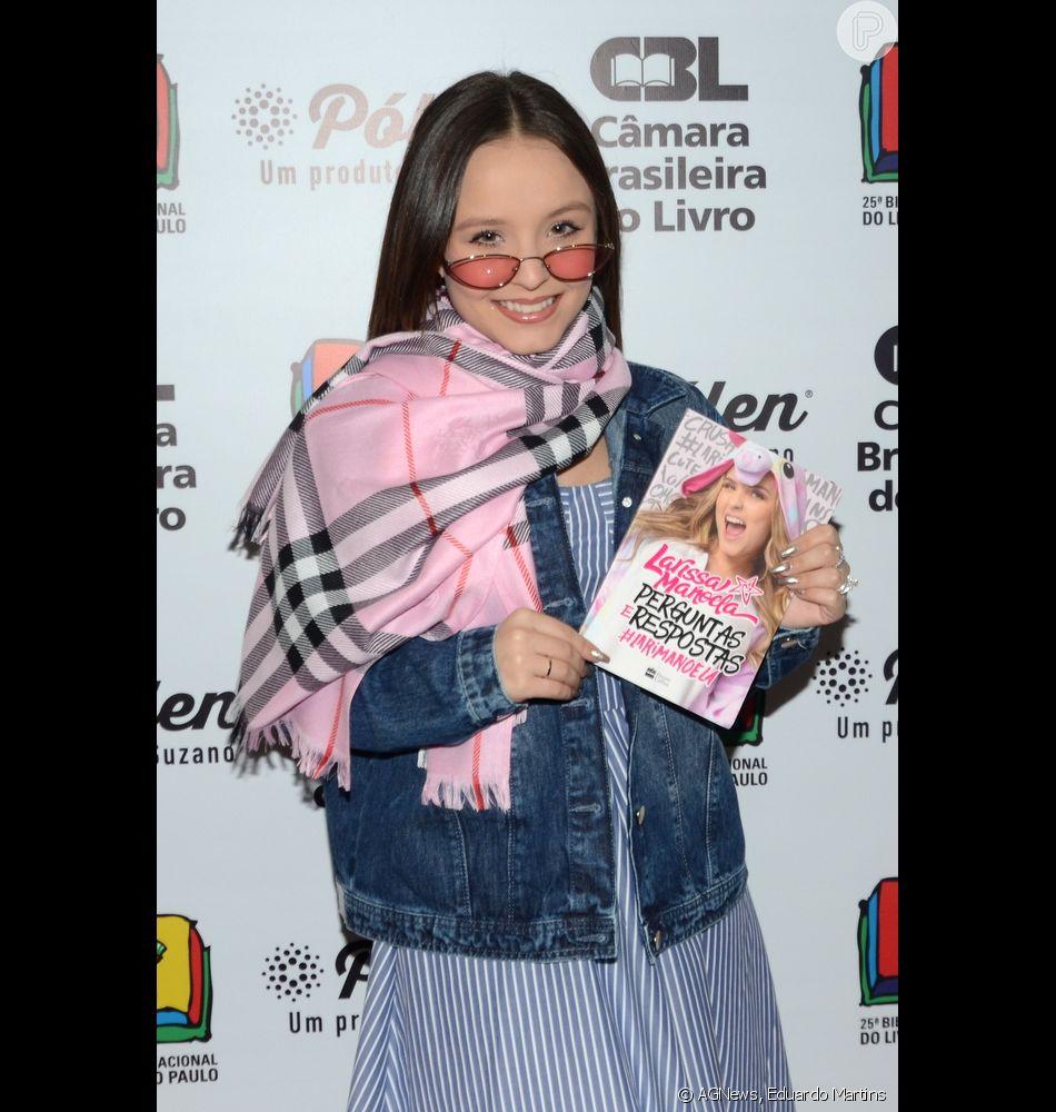f017ca3b8b564 Larissa Manoela rebate críticas por look escolhido para manhã de autógrafos  de seu novo livro