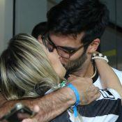 Anderson Tomazini e a namorada são fotografados aos beijos em jogo no Rio. Veja!