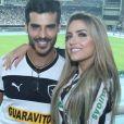 Anderson Tomazini e a namorada, Maria Fernanda Ximenes, posaram no  Estádio Olímpico Nilton Santos, o Engenhão