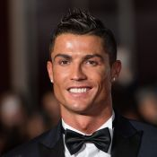 Fofura! Cristiano Ronaldo posa com noiva e os filhos: 'Família branco e preto'
