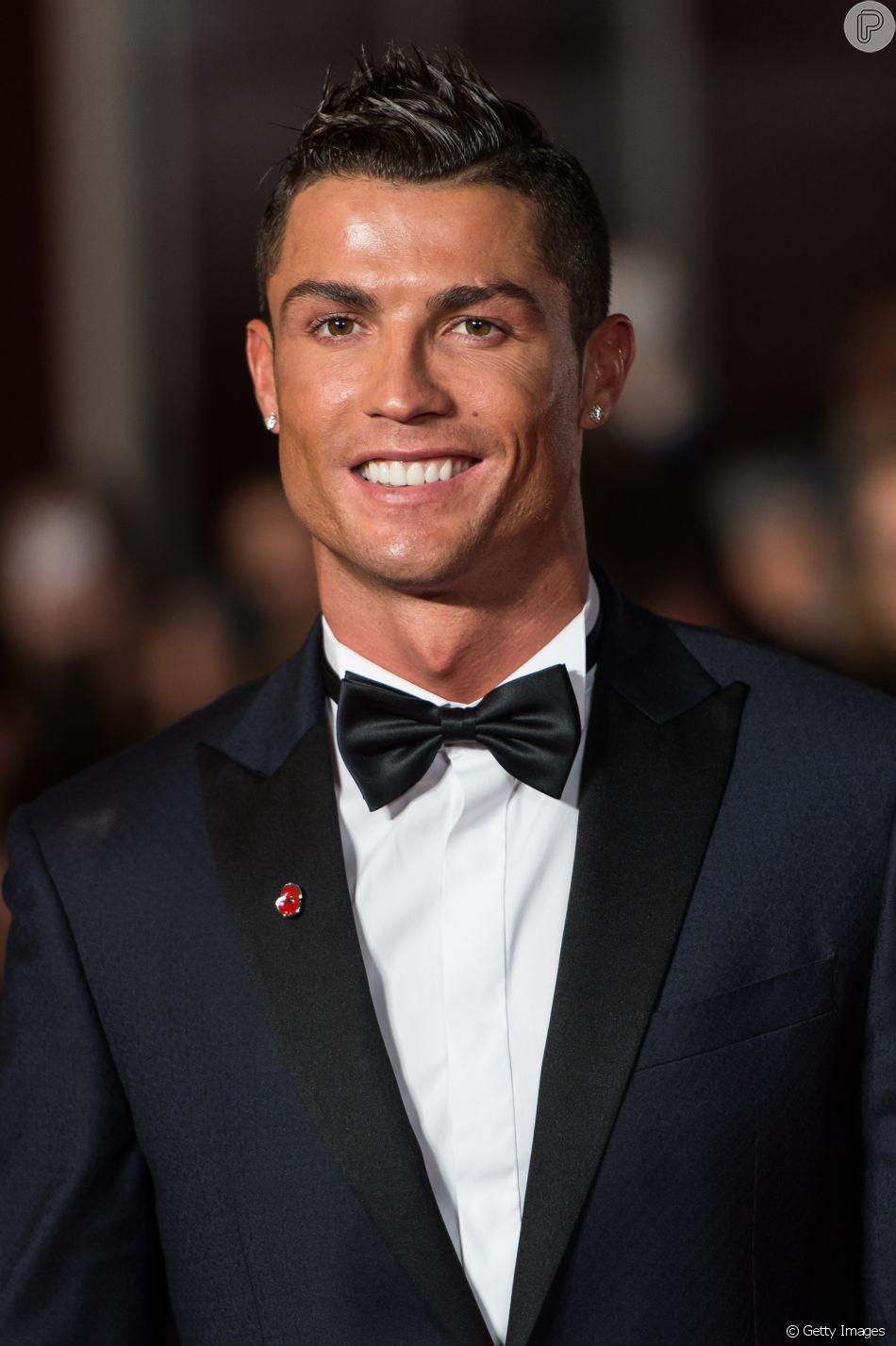 Cristiano Ronaldo e a família  posaram uniformizados com camisas da Juventus nesta terça-feira, 21 de agosto de 2018