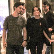 Carol Macedo vai às compras com o namorado, Rafael Eboli, em shopping do Rio