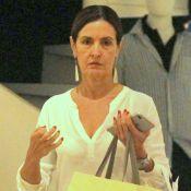 Fátima Bernardes usa look casual e dispensa maquiagem ao ir às compras. Fotos!