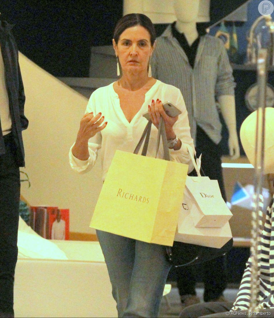 5da7950932c Fátima Bernardes vai às compras no shopping Village Mall
