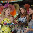 Que time! Angélica foi surpreendida por Carolina Dieckmann, Paolla Oliveira e Grazi Massafera com uma festa de aniversário em novembro de 2015