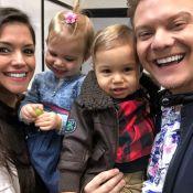 Melinda, filha de Thais Fersoza e Michel Teló, pede pra cantar no show do pai