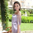 Bruna Marquezine, longe do Neymar, não deixou de interagir com o namorado na web