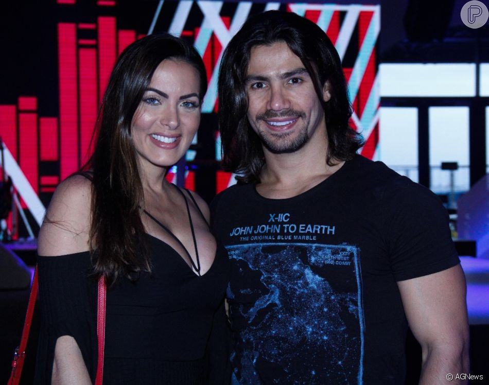 Mariano e a namorada, Carla Prata, prestigiaram a  gravação do novo DVD da dupla Henrique e Diego nesta terça-feira, 11 de setembro de 2018