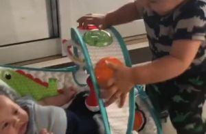 Andressa Suita mostra o filho Gabriel brincando com o irmão, Samuel. Vídeo!