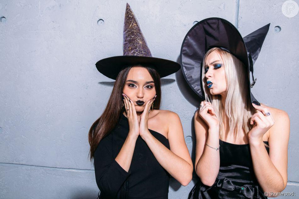 A fantasia de Bruxa é uma das mais queridinhas e fáceis de fazer para o Halloween: aposte no vestido, batom escuro e chapéu