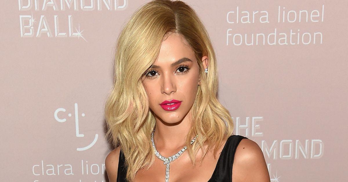 Bruna Marquezine usou peruca para ter cabelo loiro.  Sobre uma touca ,  explica maquiador - Purepeople e98be3835b